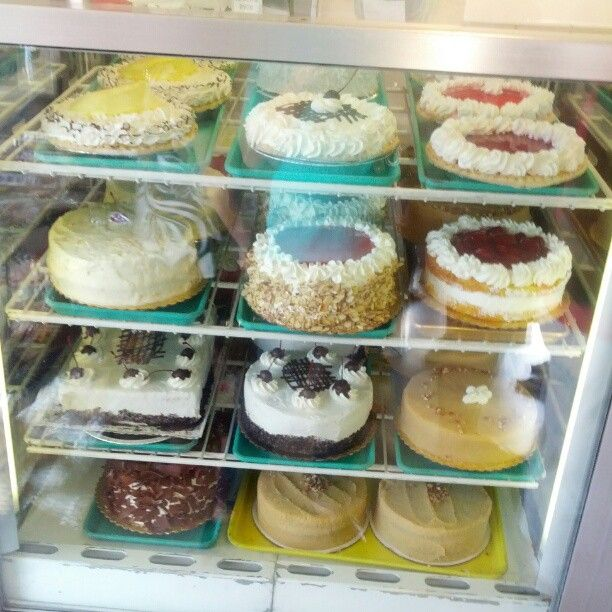 Cakes at Liliha bakery, Honolulu, Hawaii Forget the cakes I am going ...