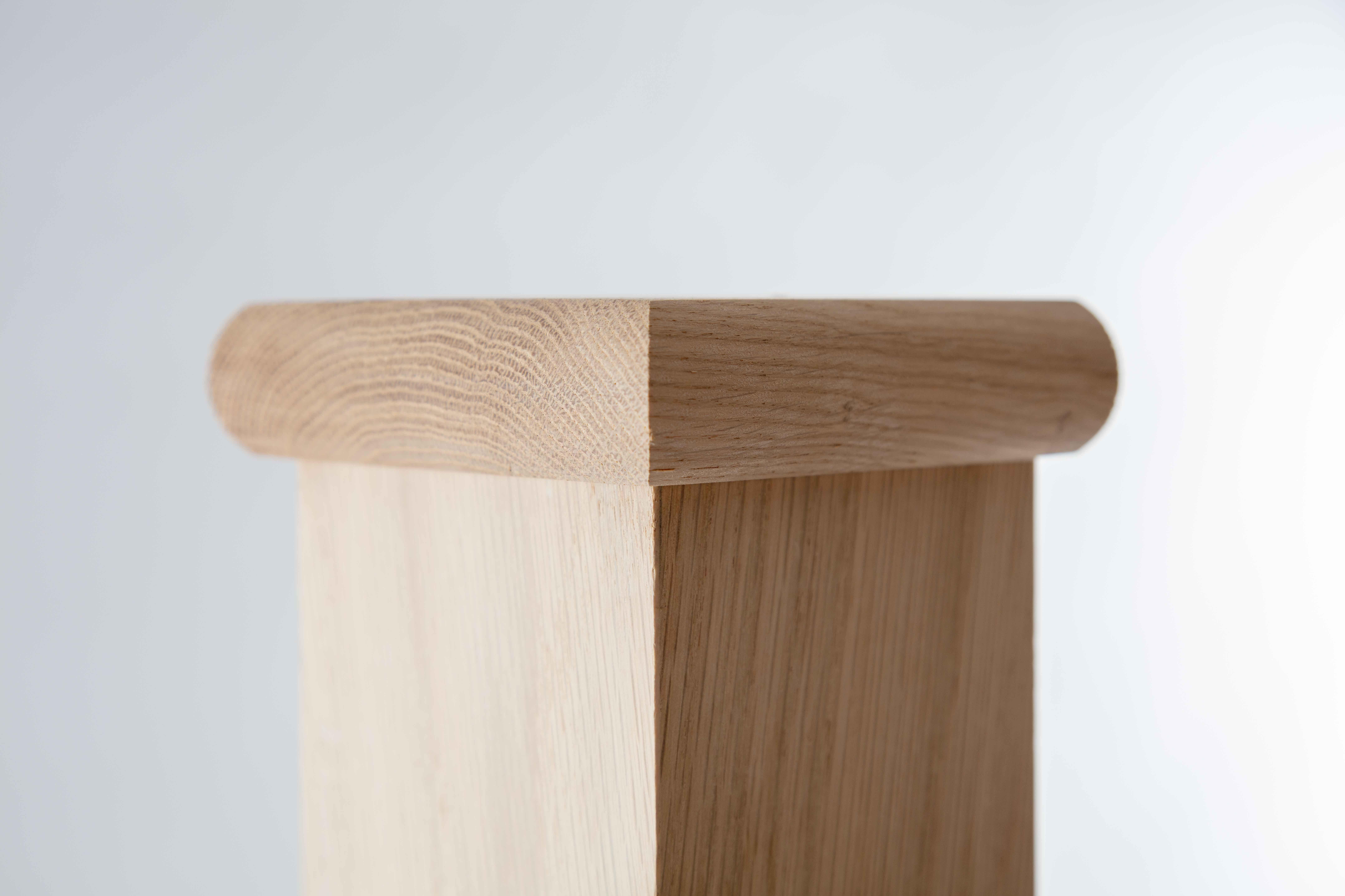 Classic Oak Square 90mm X 90mm Newel Post Fitted With Oak Flat Cap Simplicity Is Key Square Newel Post Newel Post Caps Newel Posts