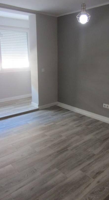 Trendy Bedroom Grey Walls Wood Floor Living Rooms Ideas Bedroom V 2020 G Nebolshie Prostranstva Kvartirnye Idei Dizajn Interera Dlya Doma