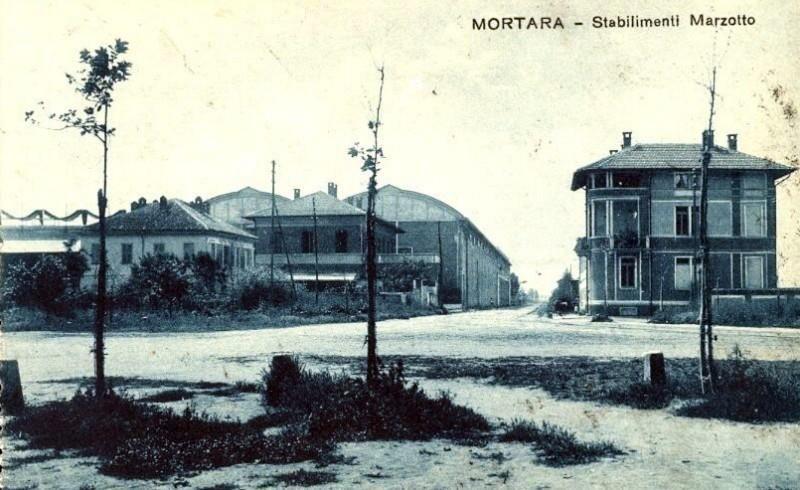 #Mortara nei primi del '900: sullo sfondo la fabbrica #Marzotto. #Lomellina #storia #tradizioni #turismo