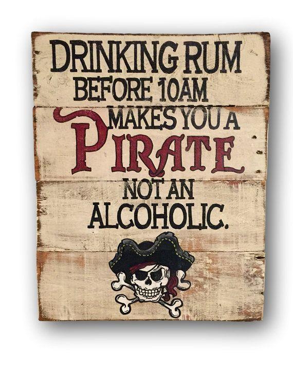 Drinking Rum avant Midi vous rend un pirate T-shirt Pirate Cadeau Anniversaire Drôle