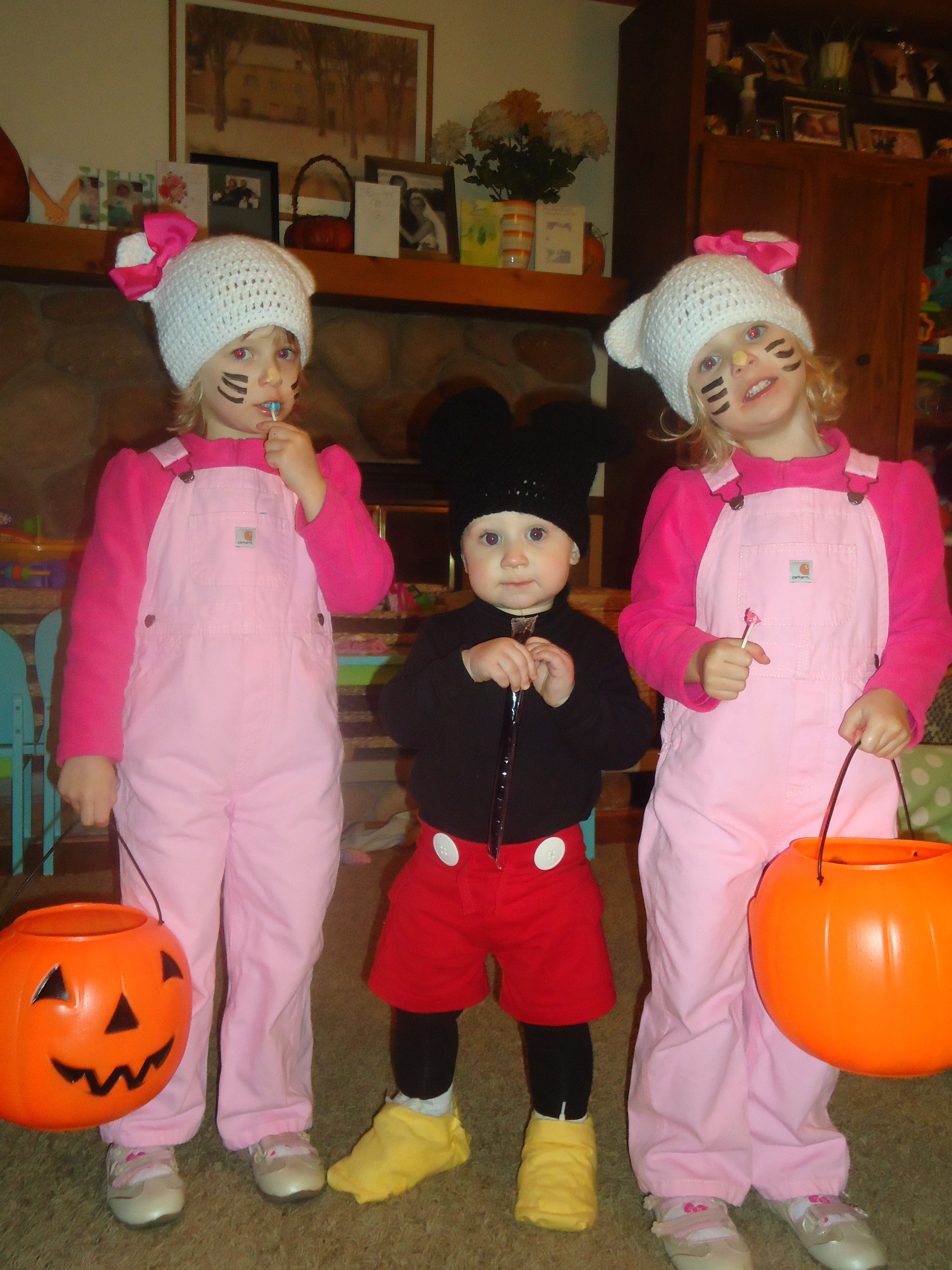 DIY costumes Hello Kitty & Mimi her twin and Mickey Mouse