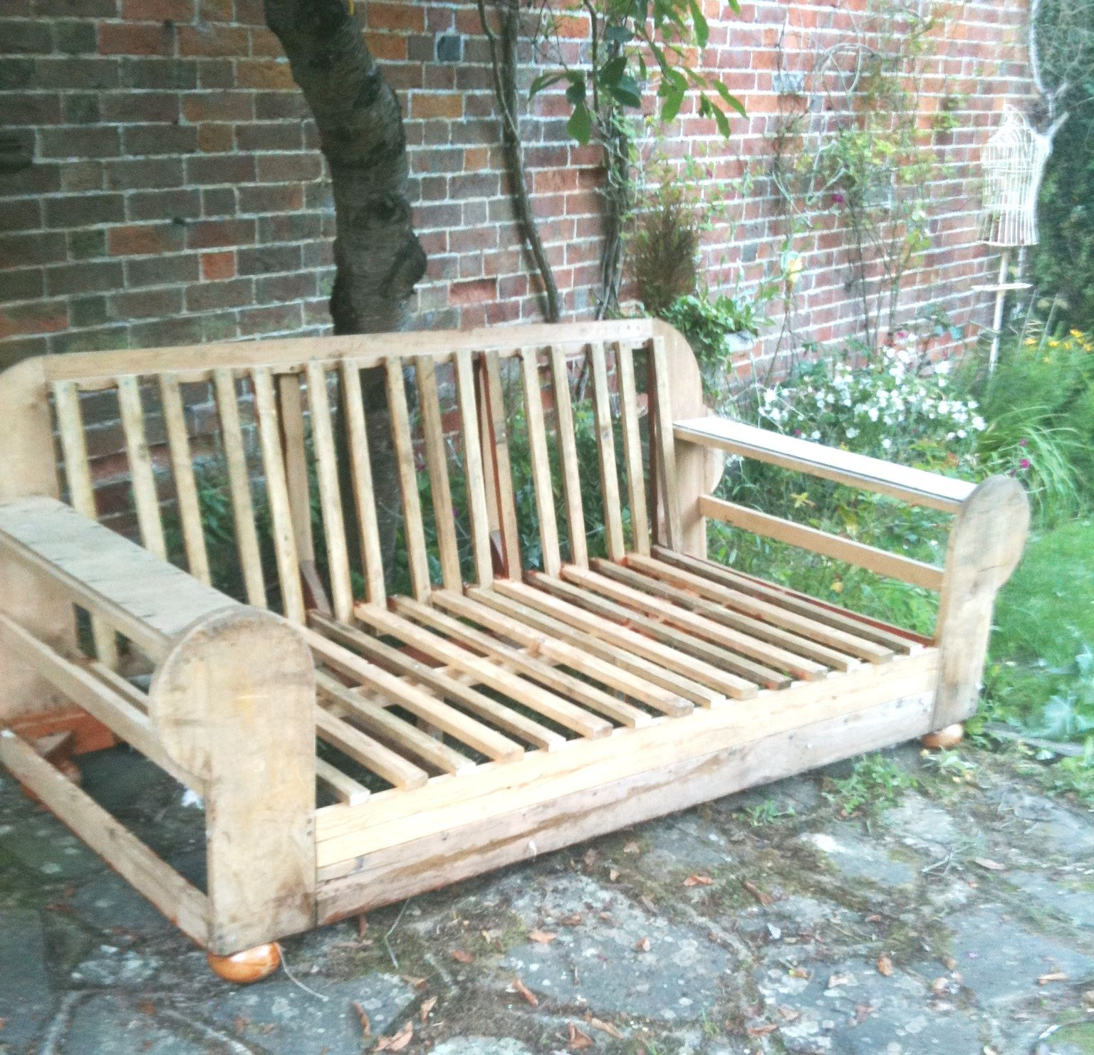 How to upcycle an old sofa into garden furniture miami for Sofa upcycling