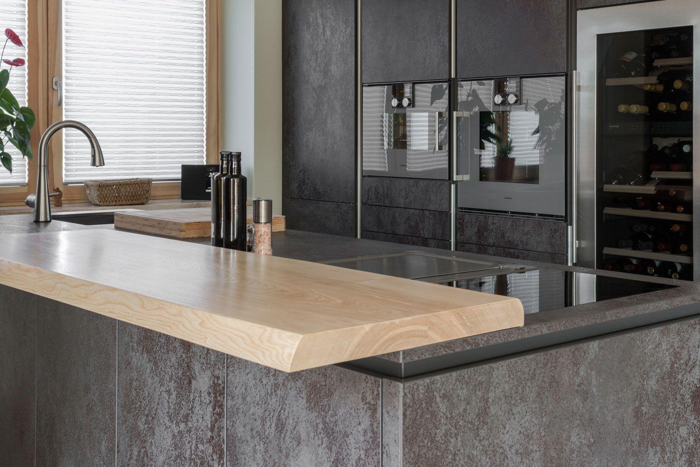 Zeitlose Küche in Schwarz-metallic - VidroStone Keramik Küchen by SK ...
