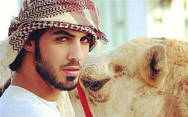Omar Borkan: Fotos del árabe demasiado guapo de moda - Omar Borkan junto a un camello
