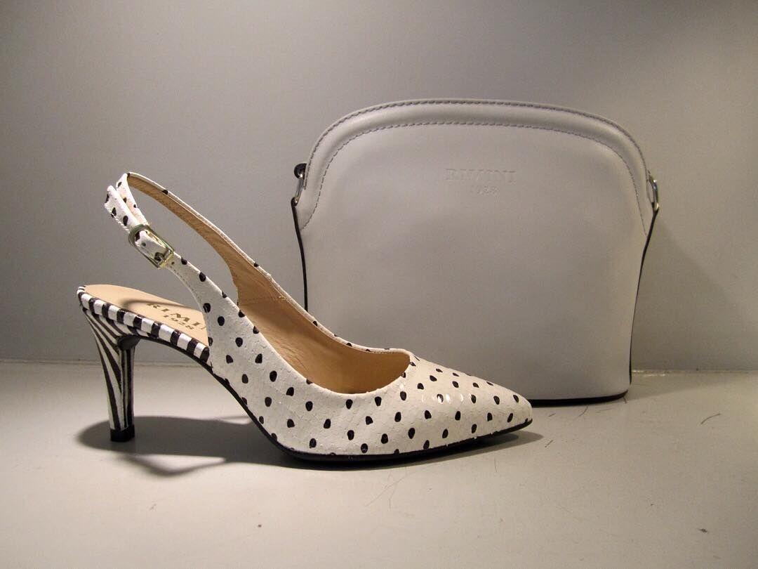 Ultimas tendencias lunares con rayas crees que tu madre se atreverá.....#rimini#tienda#boutique#madrid#mujer#moda#fashion#fotodeldia#photooftheday#instaphoto#bag#bagaddict#instabag#bandolera#blanco#zapato#shoes#shoesaddict#tacon#lunares#rayas#blancoynegro#comodo by rimini1928