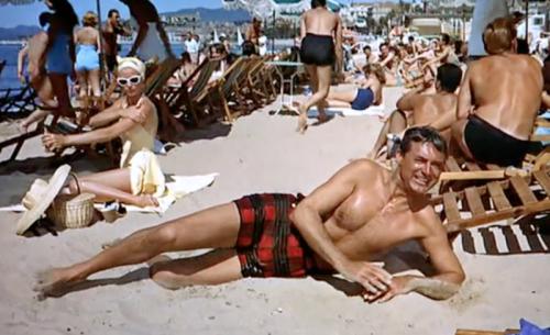 http://chicerman.com  themetropolitano:  Cary Grant en Atrapa a un ladron (1955)  Hitchcock firmó esta deliciosa comedia romántica en la que Cary Grant usaba todas sus artes para enamorar a una bellísima Grace Kelly en la Costa Azul francesa.  http://ift.tt/23noa5m  #menscasual