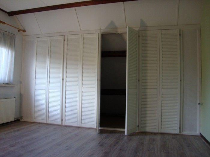 Inbouwkast met louvredeuren google zoeken zolder pinterest zoeken google en louvre - Kleine kledingkast ...