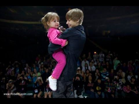 Justin Bieber Sings With Little Sister Jazmyn at Concert