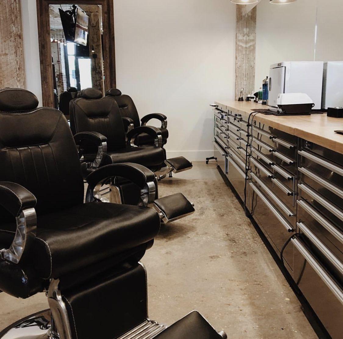 Peachy Spotted Figaro Barber Chairs At Barrelli Barber In Interior Design Ideas Grebswwsoteloinfo