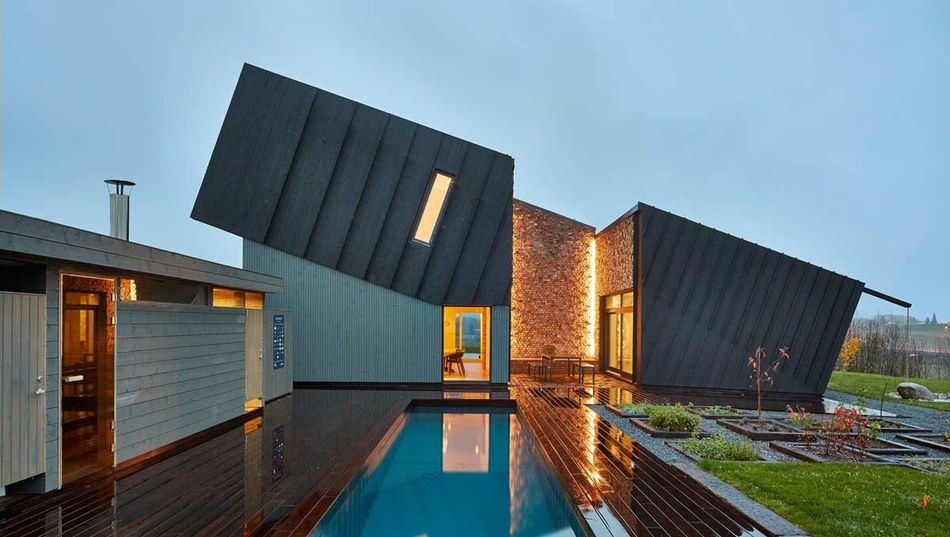 Maison contemporaine conceptuelle 100 compensée carbone en Norvège - facade de maison contemporaine