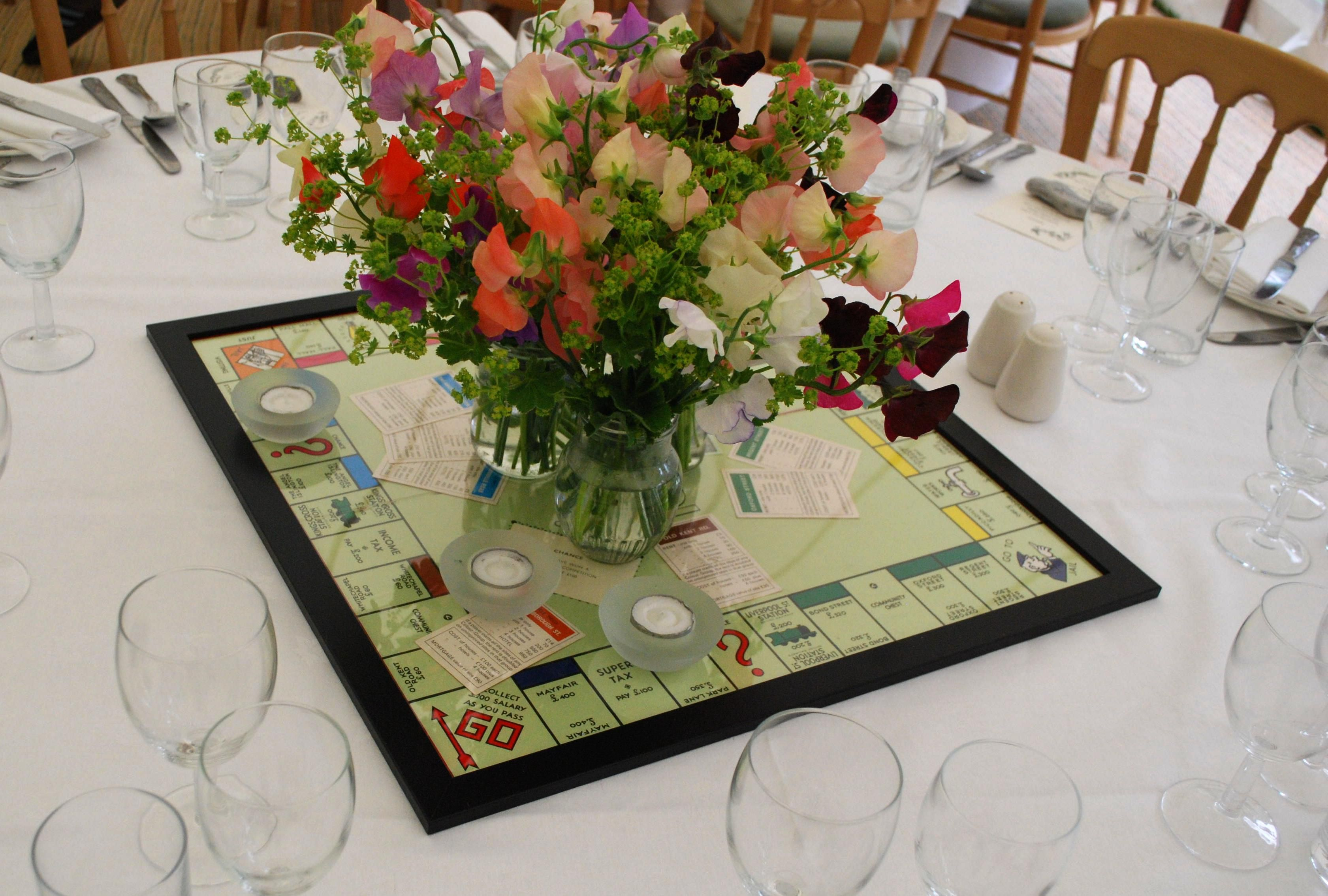 Board games used as table decorations co ed baby shower for Decoration games