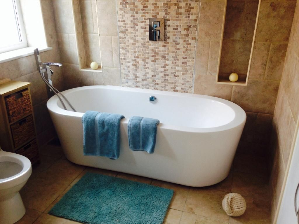 Jade From Kingston Upon Hull Vpshareyourstyle This Free Standing Bath Looks Great Next To The