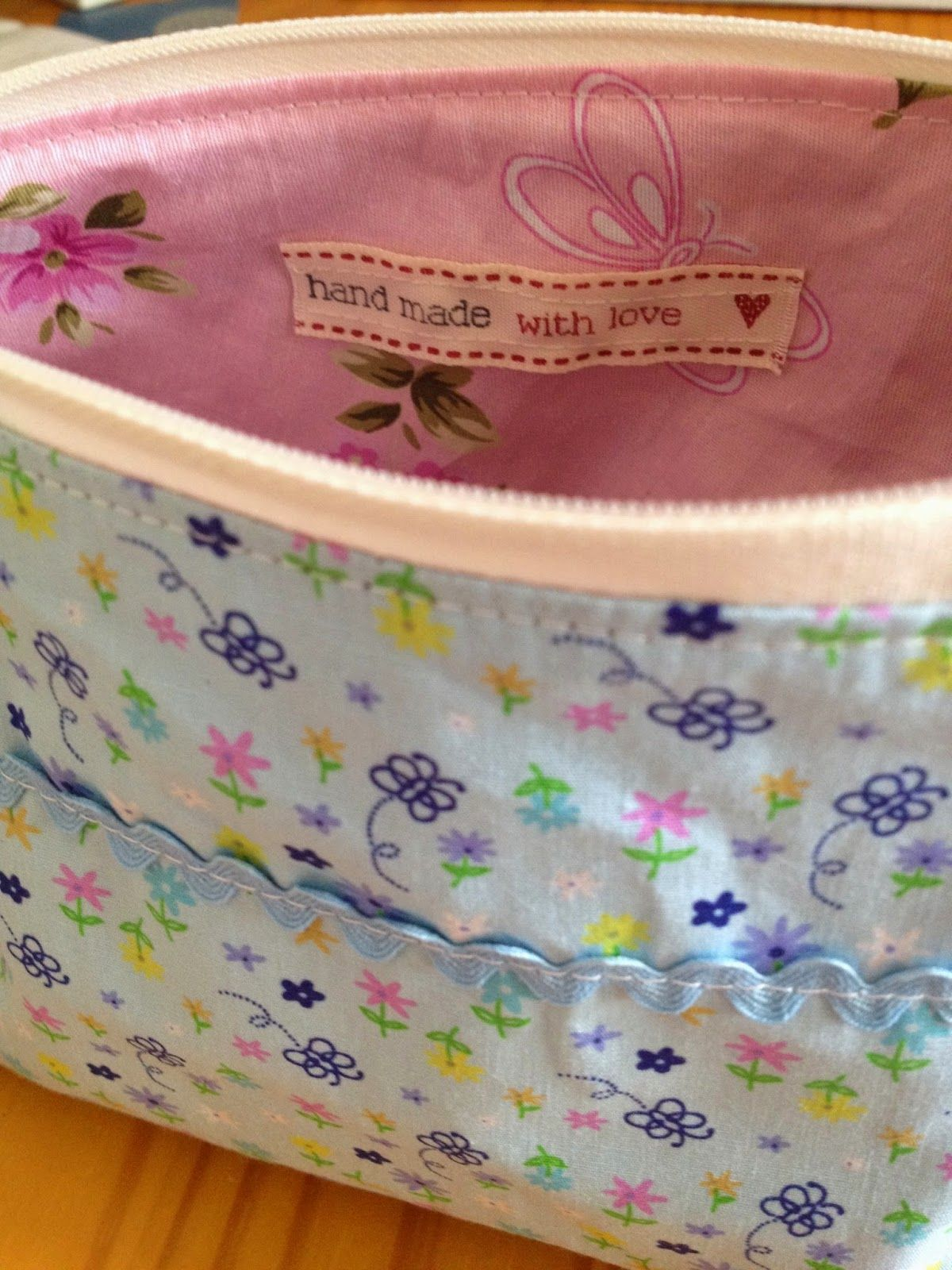 Easy Sew Cosmetics Bag even I can make it! Cosmetic