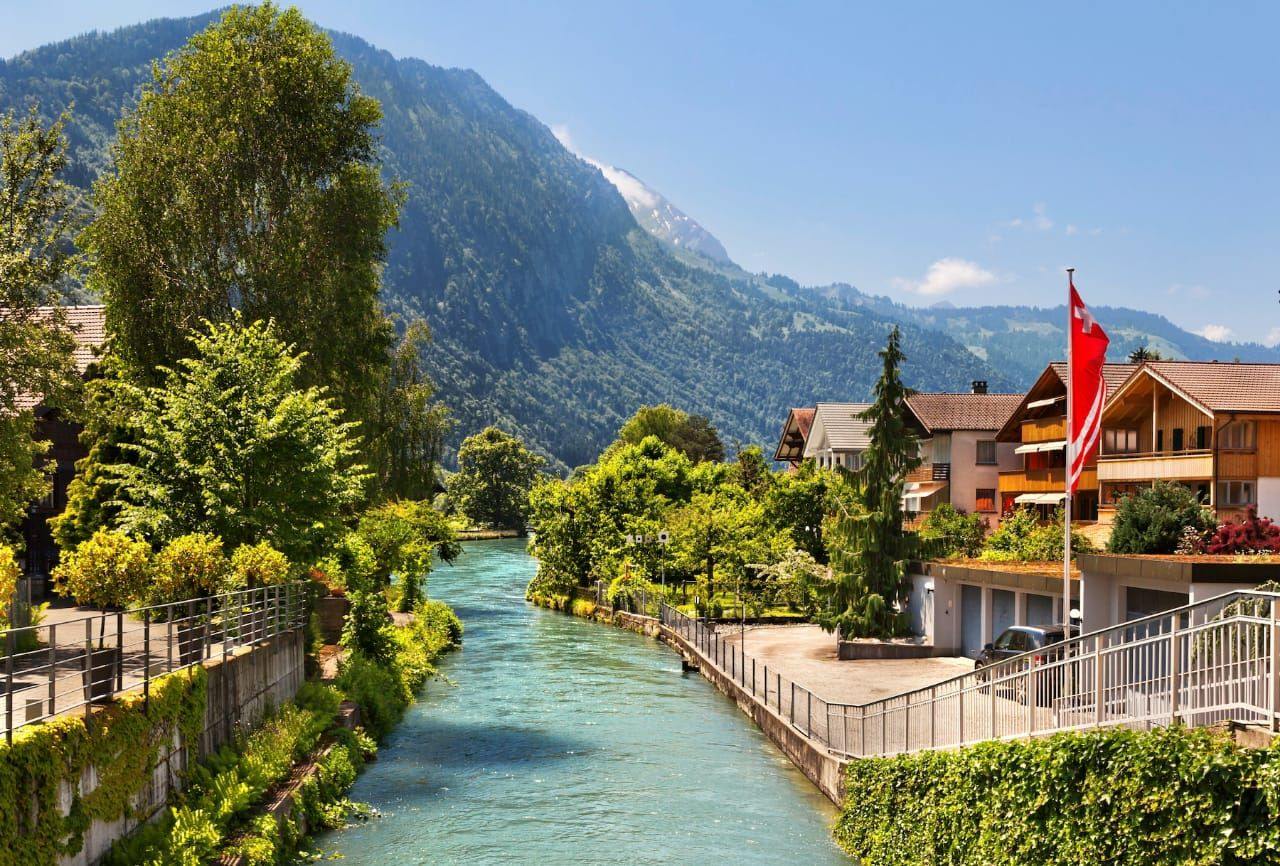 Pin By Angelyxiomara On Turismo Interlaken Switzerland Vacation Places To Go