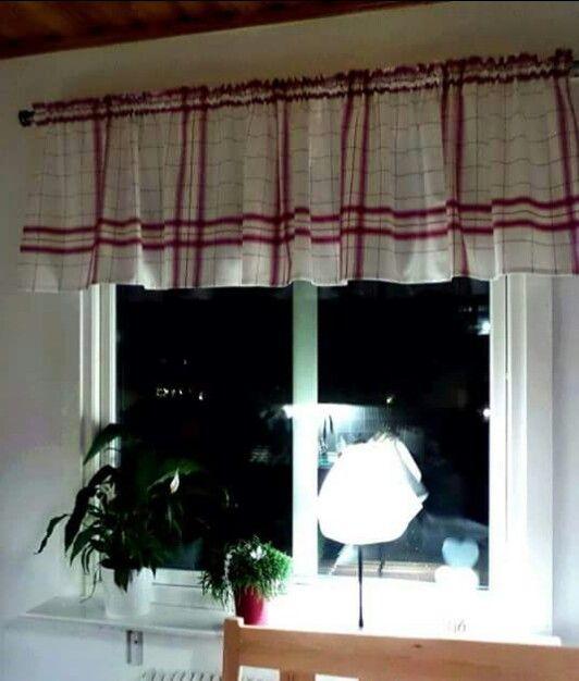 Köksrutiga gardiner av en duk