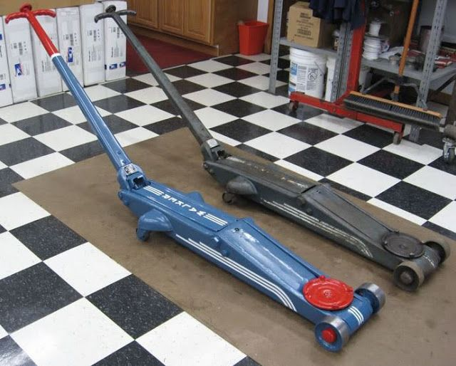 Just A Car Guy : Thomas has finished his restoration of his 1930s Walker floor jack, Rol A Car #784, and it's powder coated and stunningly like new.