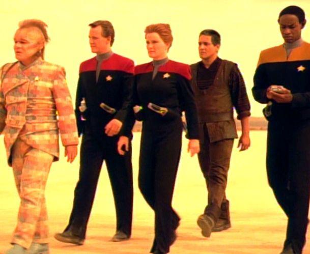 Caretaker (episode) | Star trek voyager, Series premiere, Delta quadrant