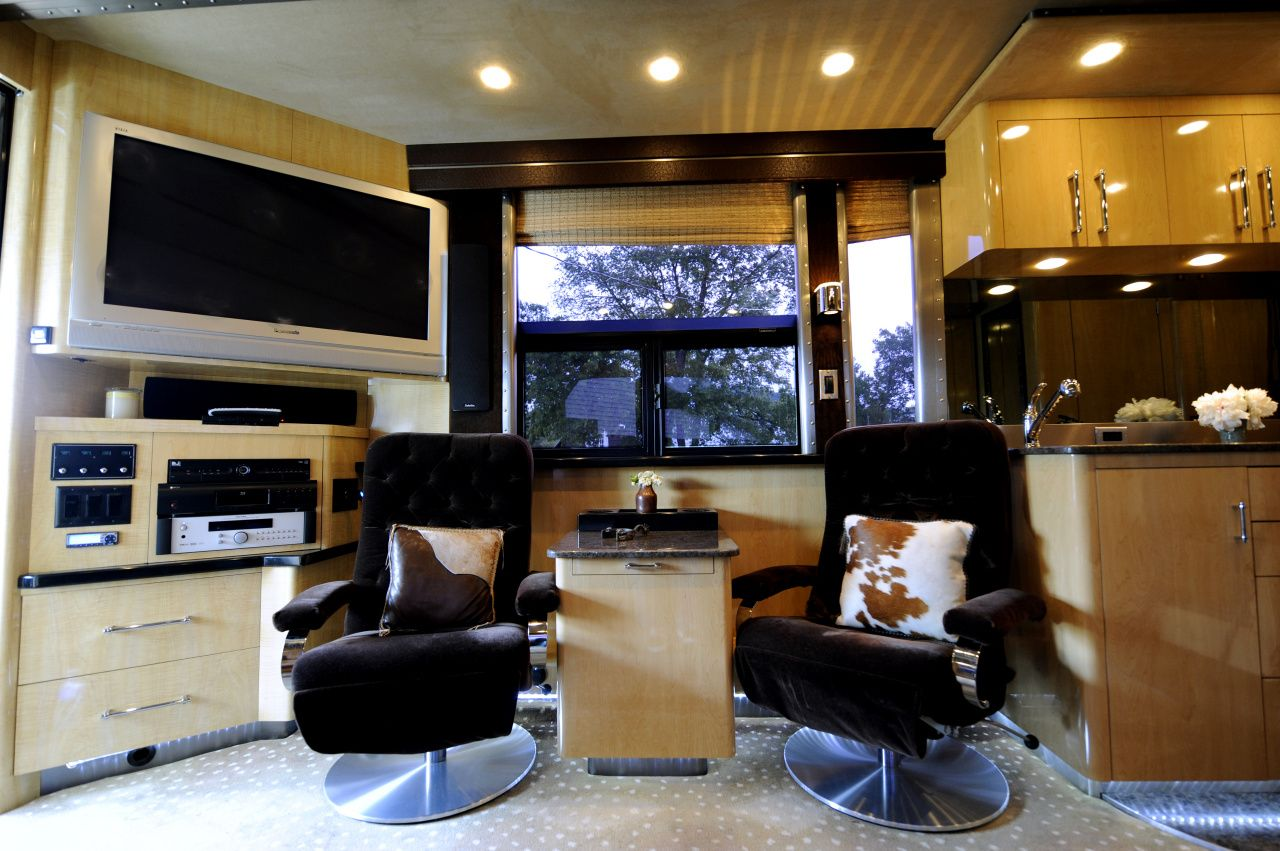 Ronnie Dunns Tour Bus Heres A Photo Of The Main Living Space In