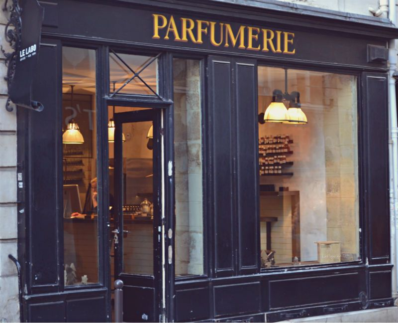 parigi e i negozi profumeria