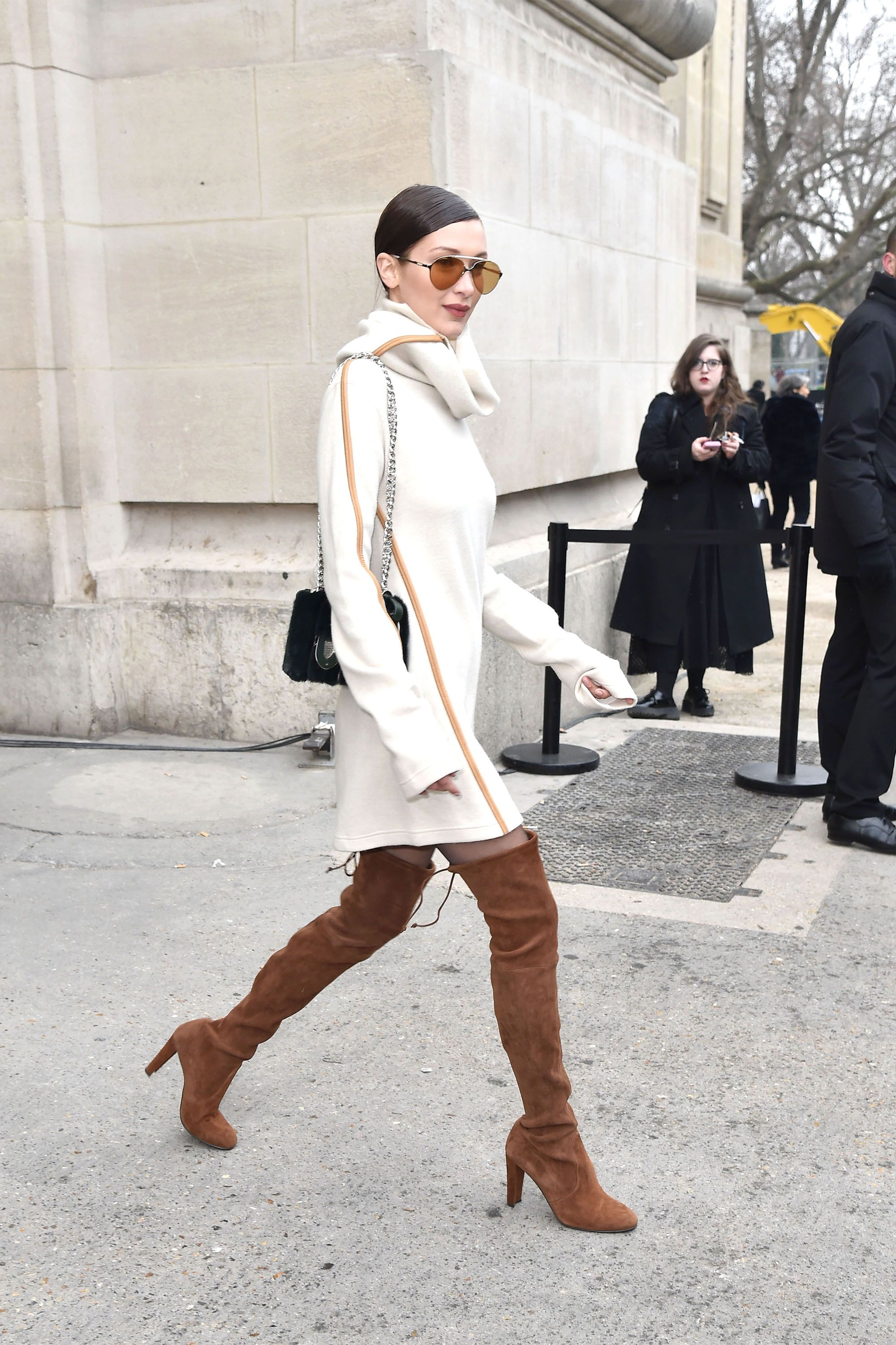 a34344ccd541 Bella Hadid Rocked a 90 s-Inspired Trend in the Most Surprising Way ...