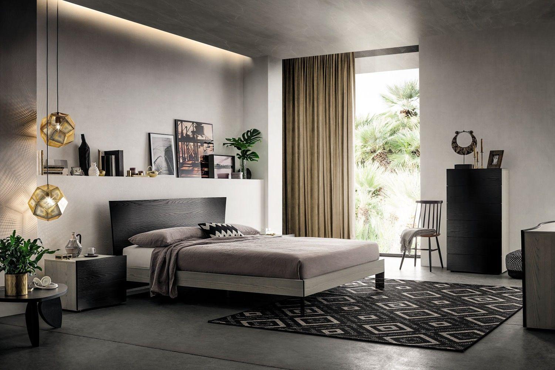 E\' una camera da letto moderna grigia e nera, proposta in ...