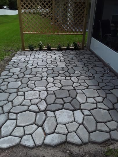 Quikrete 2 In X 24 In X 24 In Country Stone Walk Maker 692132 At The Home Depot Mobile Backyard Patio Designs Walk Maker Garden Stepping Stones Diy