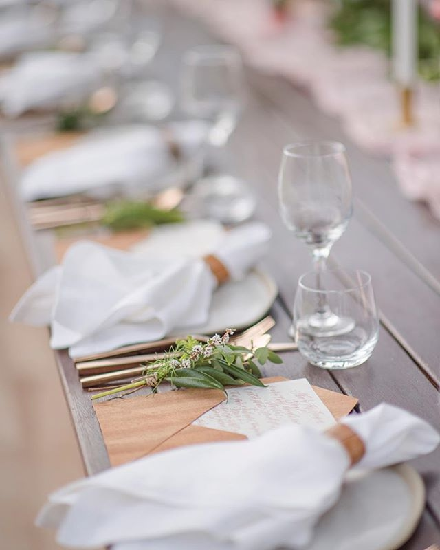 📷 Decor Style⠀ ⠀ The Creative Team⠀ Photography: @studioimpressions ⠀ Venue: @malenyweddings ⠀ Marquee: @eventsintents ⠀ Styling: @lovebirdweddings ⠀ Flowers: @mondofloraldesigns ⠀ Cake: @cakedesignsweddingcakes ⠀ ⠀ #sunshinecoastbrides #sunshinecoastweddings #weddinginspiration #weddingphotography #wedding #weddingflowers #weddingstyling #weddingdecor https://www.instagram.com/p/BUIYs50FRif/ Sunshine Coast Brides www.sunshinecoastbrides.com.au