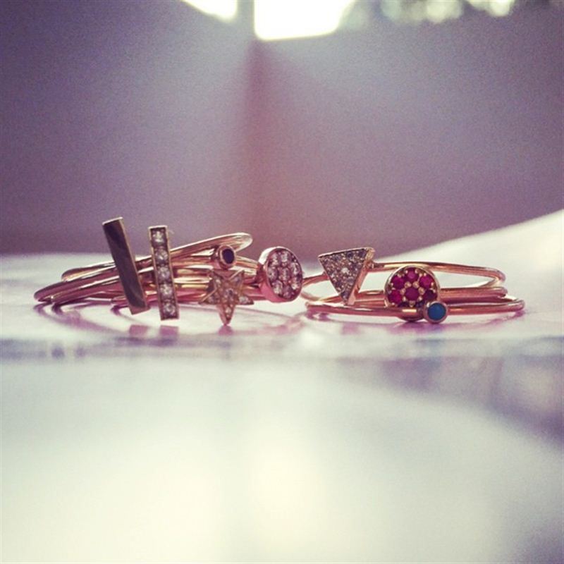 Amanda de Cadenet likes to stack up her rings from Jennifer Meyer so that she can wear as many different precious stones as possible. #LoveGold #FutureHeirlooms