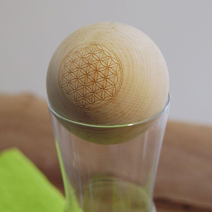 glas karaffe mit holz kugel verschluss aus zirbenholz blume des lebens eingefr st gesund leben. Black Bedroom Furniture Sets. Home Design Ideas