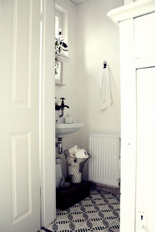 white bathroom i love white because it feels cleanfresh Home - körbe für badezimmer
