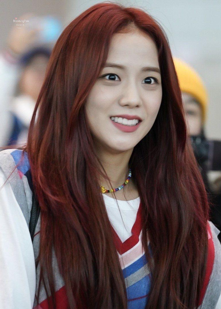 jisoo | Black red hair, Red hair, Long hair video