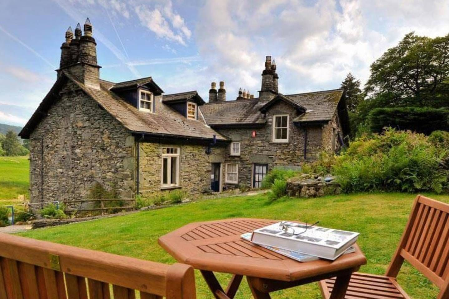 10 Airbnb Cottages For Rent In The English Countryside Hellogiggles Cottage Cottage Garden Vacation Cottage