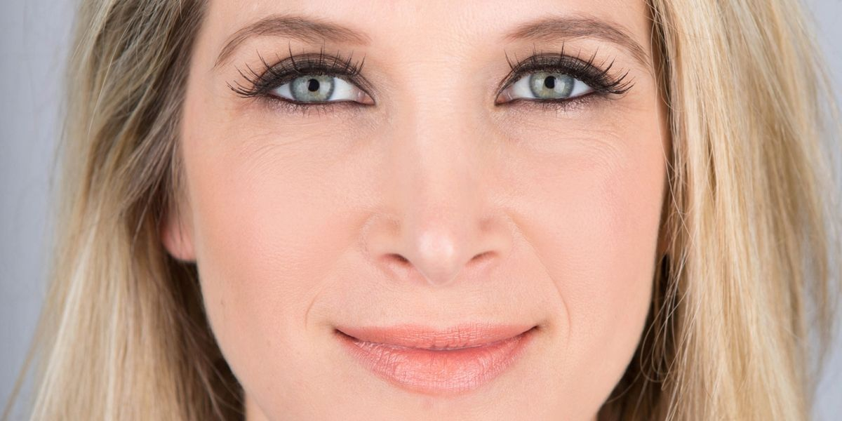 This Is the Easiest Way to Apply False Eyelashes