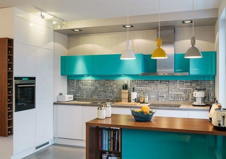 T rkis oberschr nke wei e unterschr nke und grauer spritzschutz traumhaus couleur cuisine - Cuisine et couleurs ...