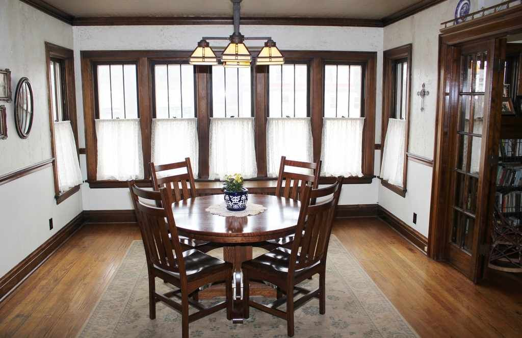 1922 Craftsman Mchenry Il 289 715 Old House Dreams Craftsman Dining Room Craftsman Bungalow Interior Bungalow Interiors