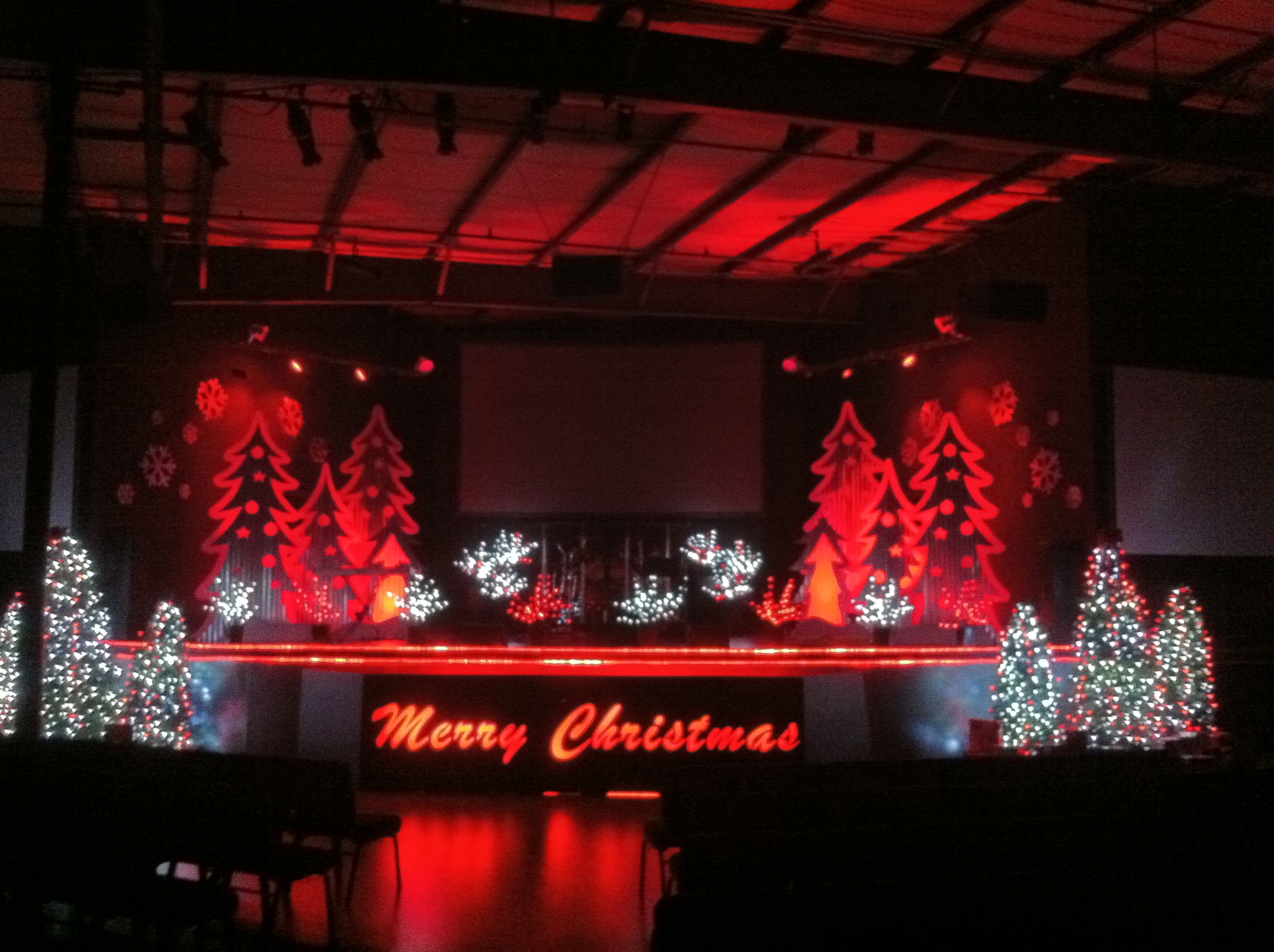 Christmas decorations on a stage christmas ridges for Christmas church decoration ideas