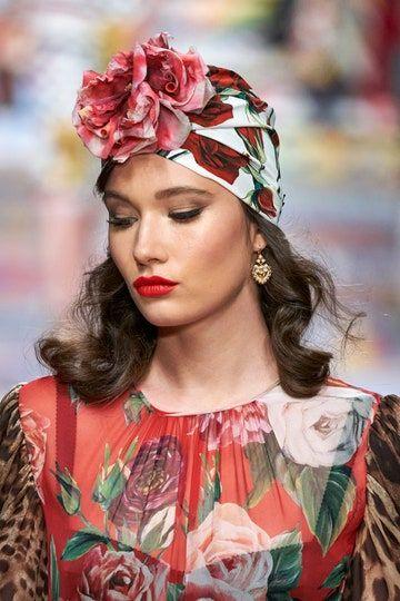 Dolce & Gabbana: chignon basso o capelli mossi con onde ...