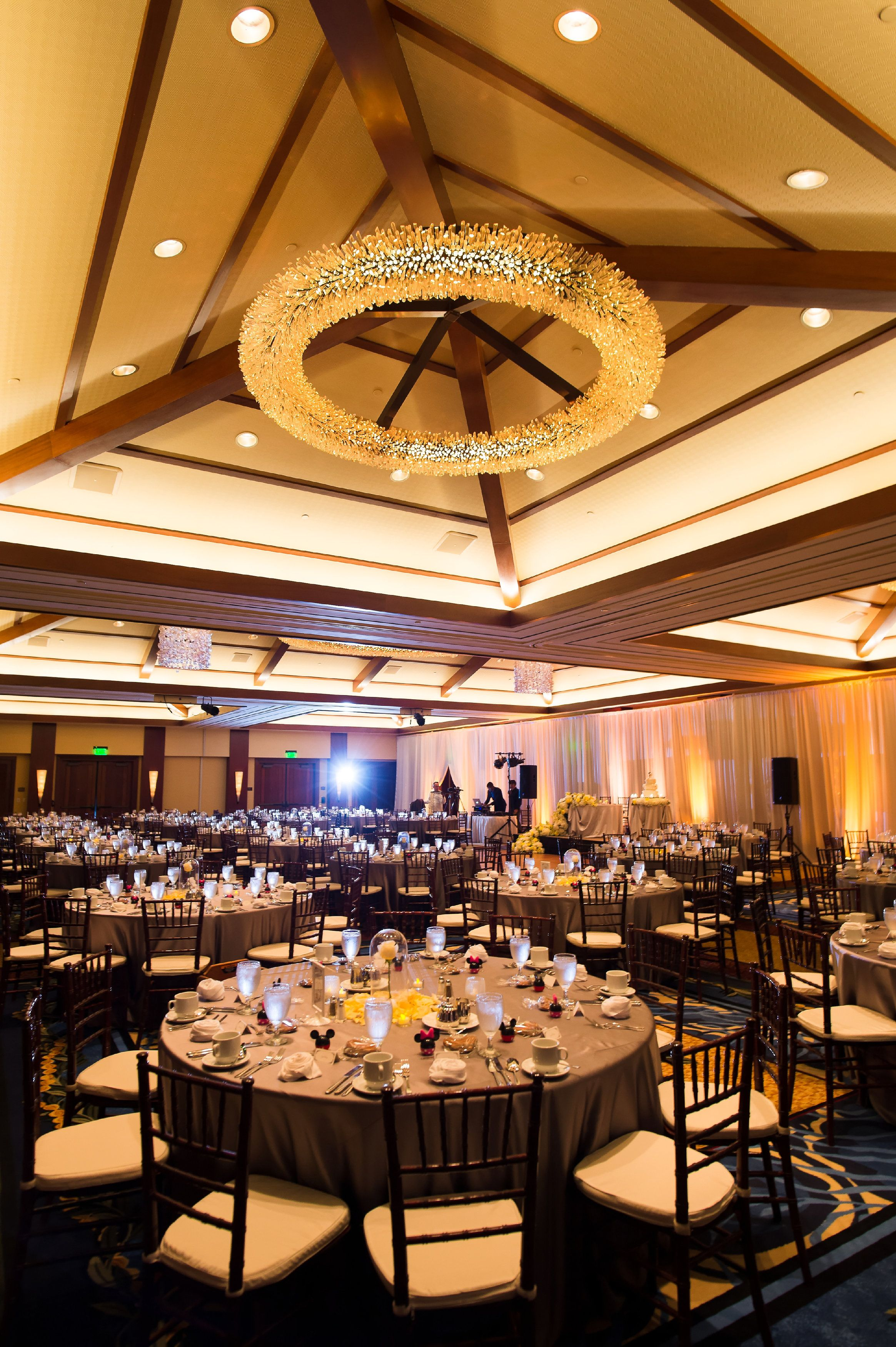 We Can T Keep Our Eyes Off Of This Golden Wedding Reception At Aulani S Kaiona Ballroom