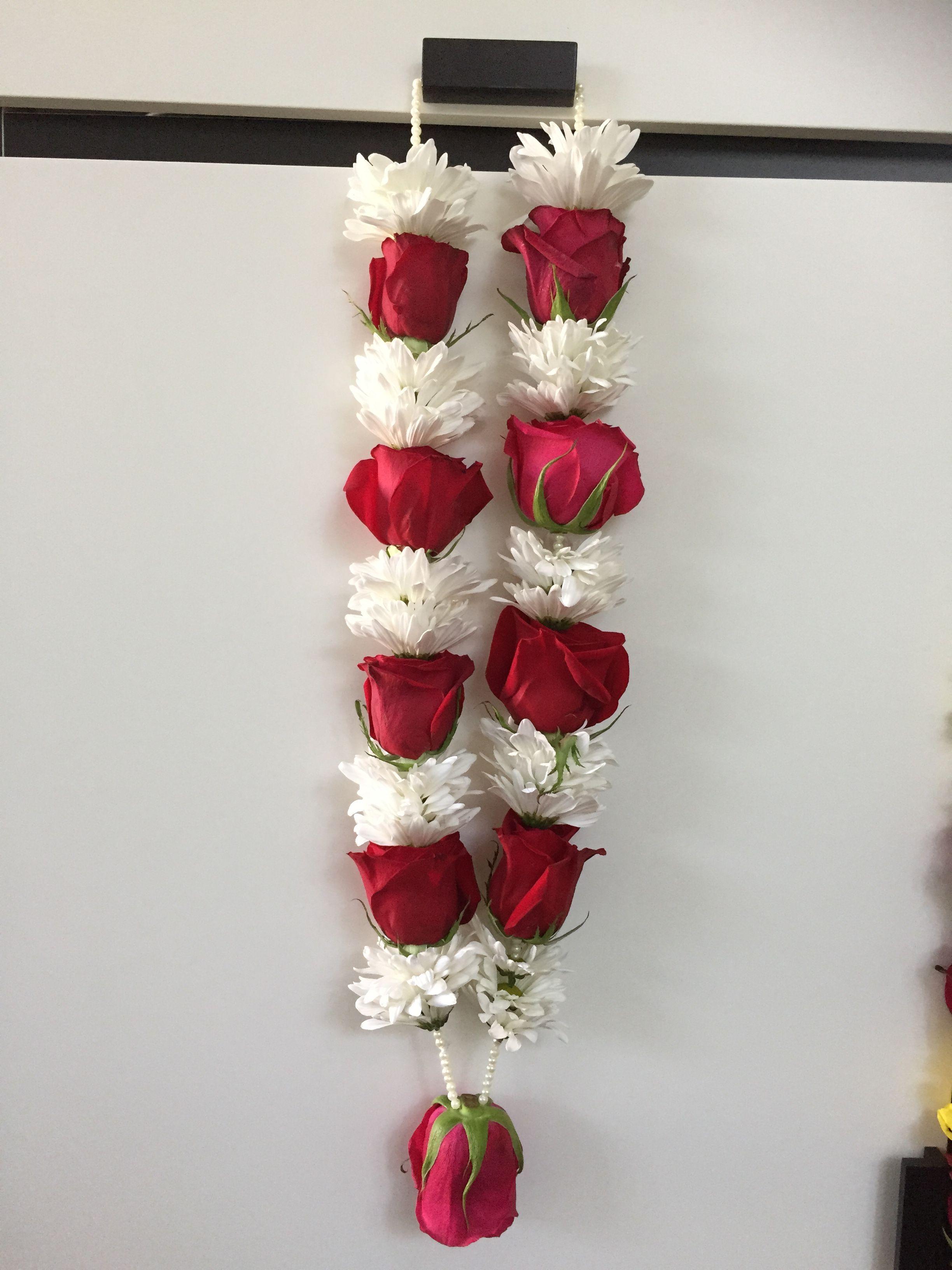 Flower Garland Hindu Wedding Hinduweddings Hindu Weddings