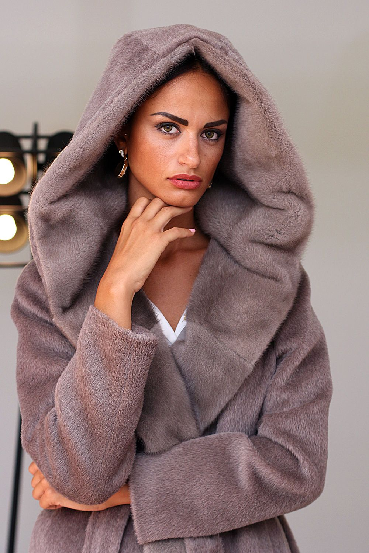 5bab18468cc Женские пальто из ламы (60 фото)  отзывы