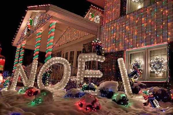 World S Wildest Holiday House Displays Christmas Light Show Christmas Light Displays Christmas House Lights