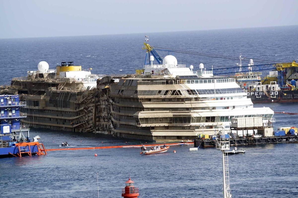 Sunken Cruise Ship At The Sunken Ship Ships Pinterest