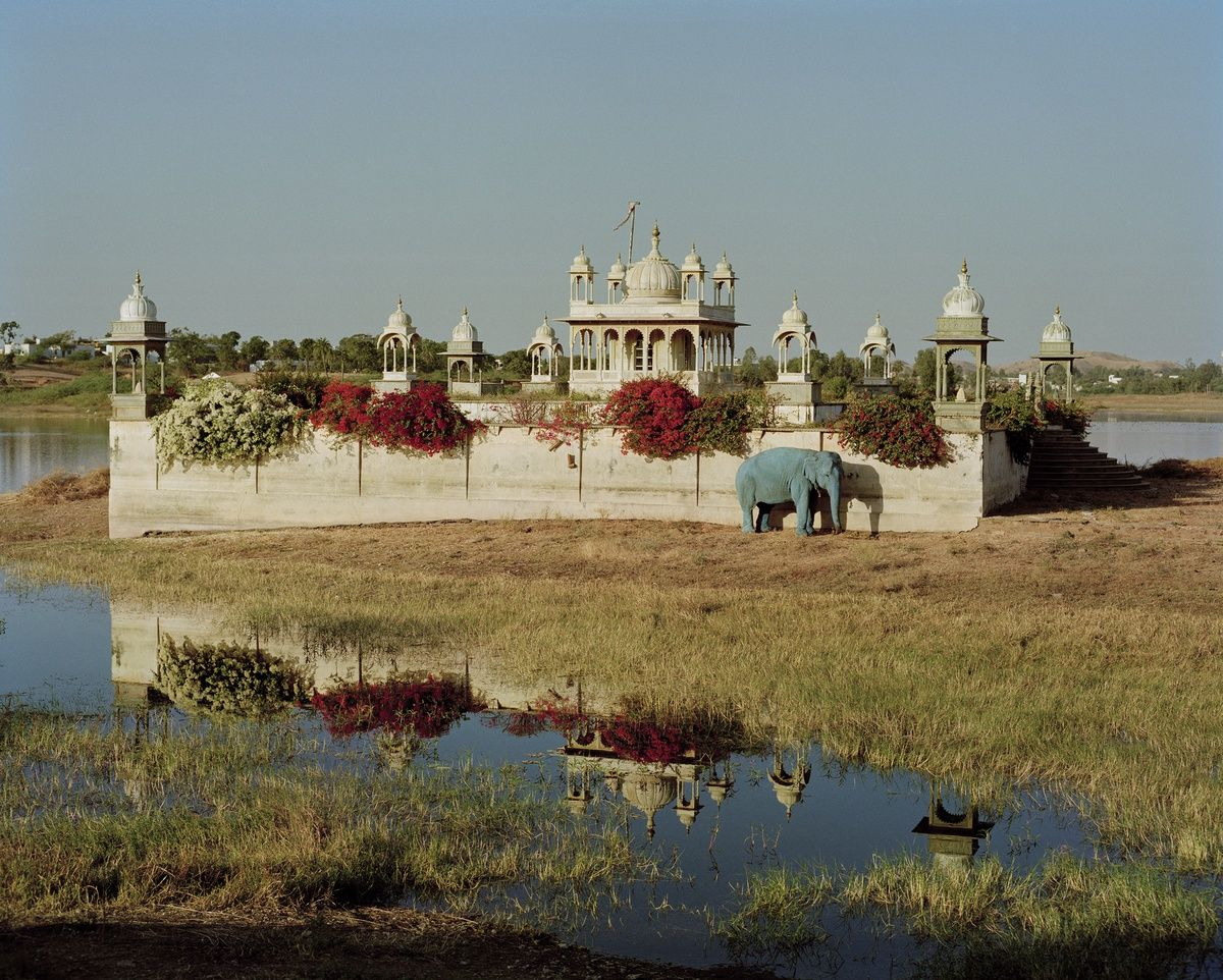 blue-elephant-and-temple-dungarpur-rajasthan-india-1999-s-.jpg (1200×962)