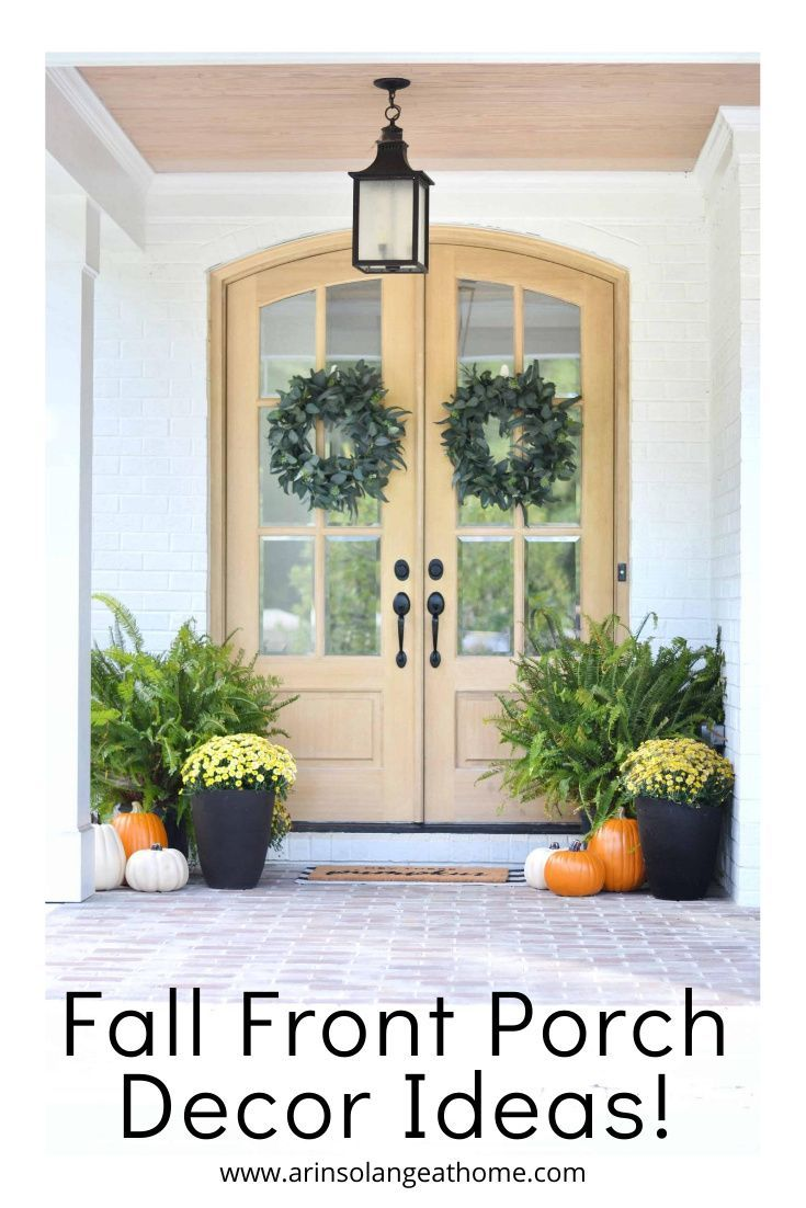 Decorate your front porch, door, or entryway for fall! Great ideas for decorating with flowers, pumpkins, and more. Create a welcoming and beautiful aesthetic while embracing the cooler falls season.
