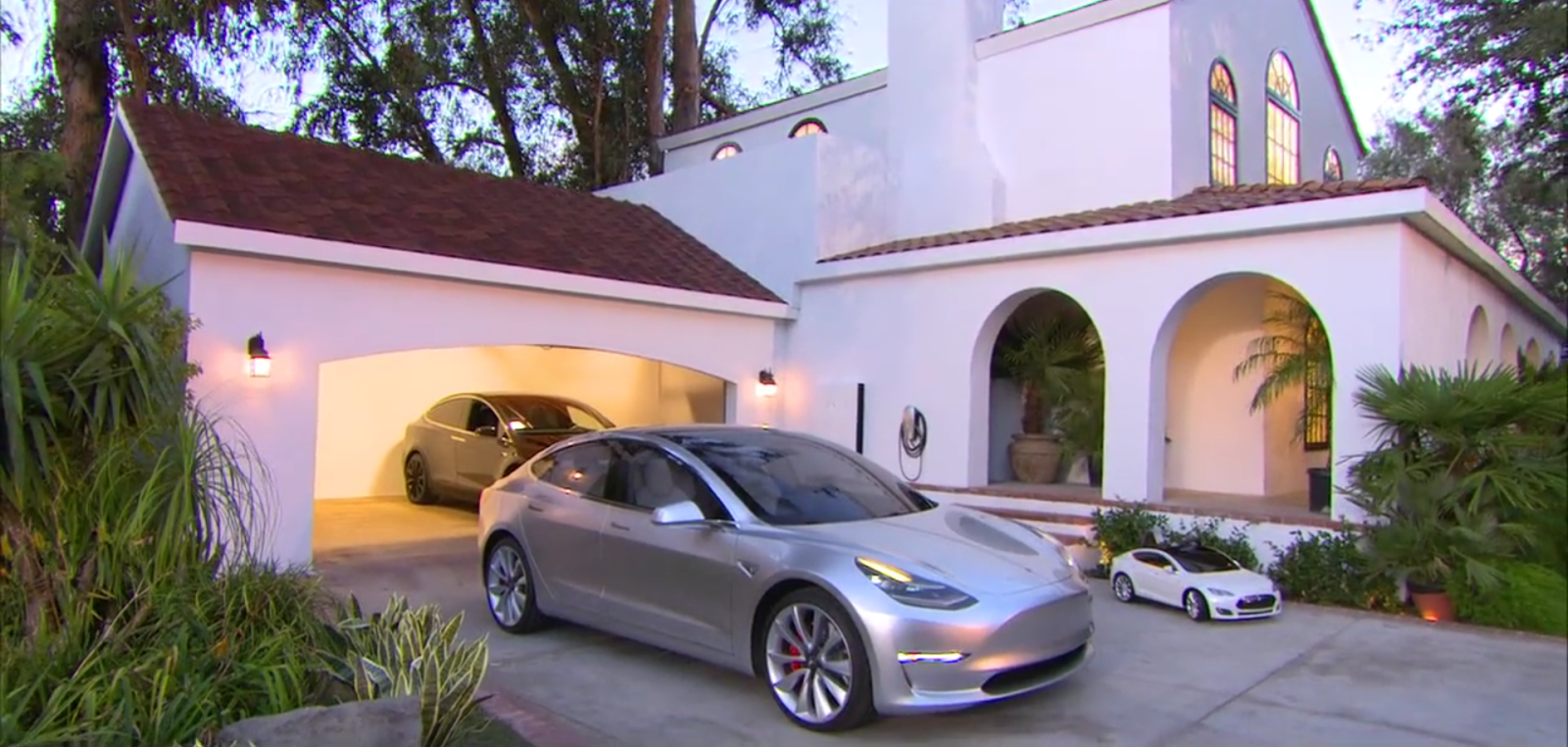 Tesla Has Yet To Disclose The Battery Pack Options That Will Be Available For The Upcoming Tesla Model 3 And Enabled Th Tesla Solar Roof Solar Roof Tesla Model