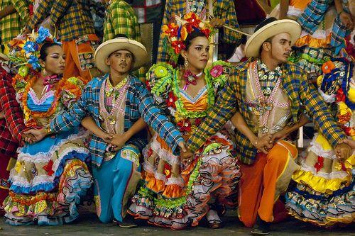 São João - Trajes típicos para quadrilhas e festas juninas  5651dea08fc