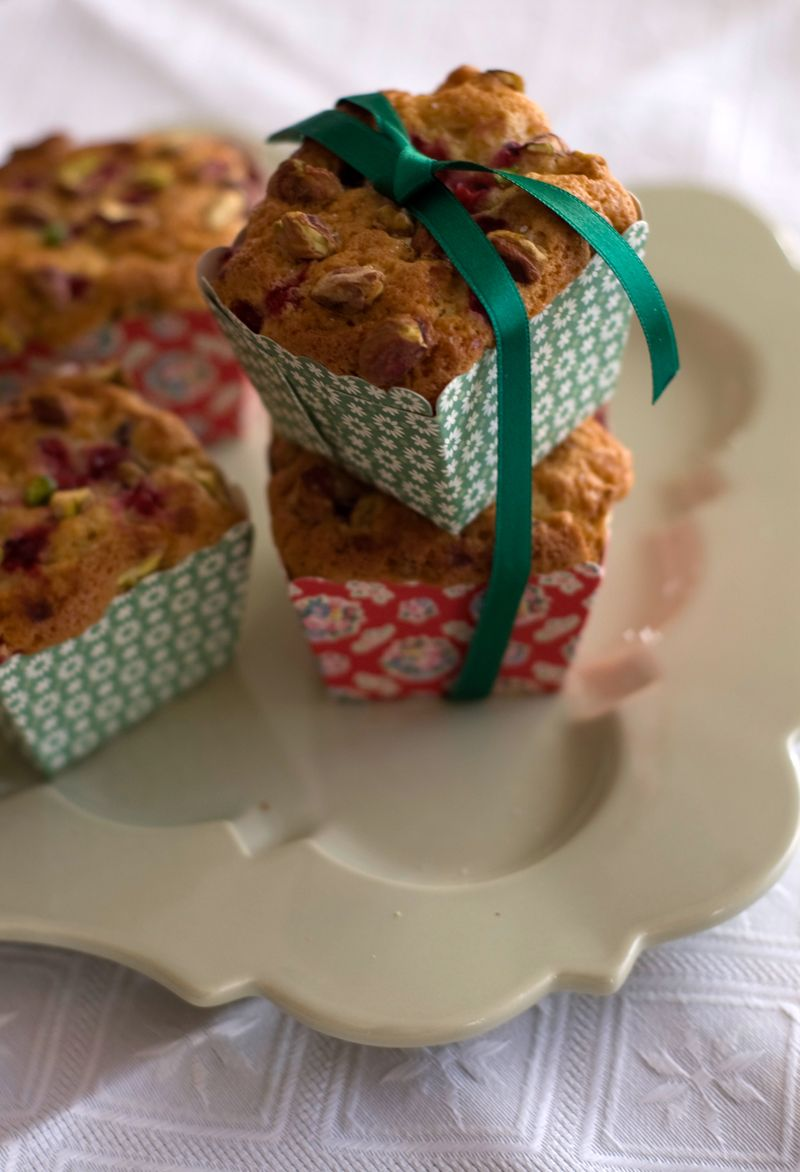 Squared Orange Muffins with currants and pistachios