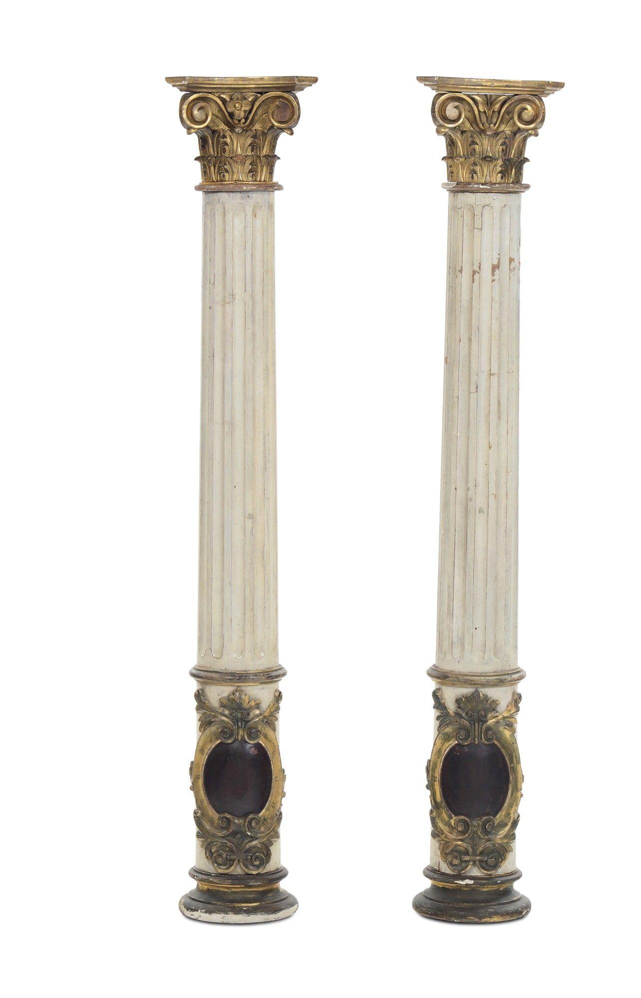 Due colonne scanalate in legno intagliato e laccato, XVIII-XIX ...