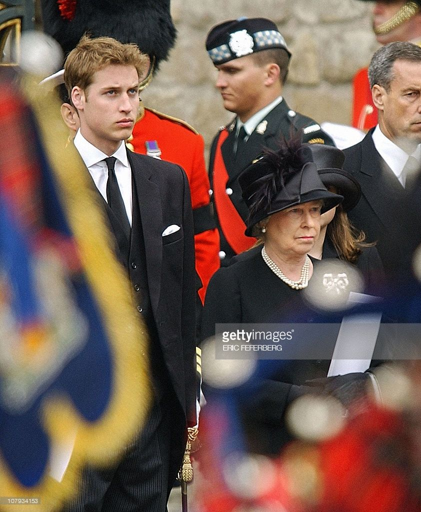 The Queen Elizabeth II and Prince William come out of ...